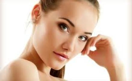 Rozmaite zabiegi dla ludzkiego ciała polecane przez kosmetyczkę.